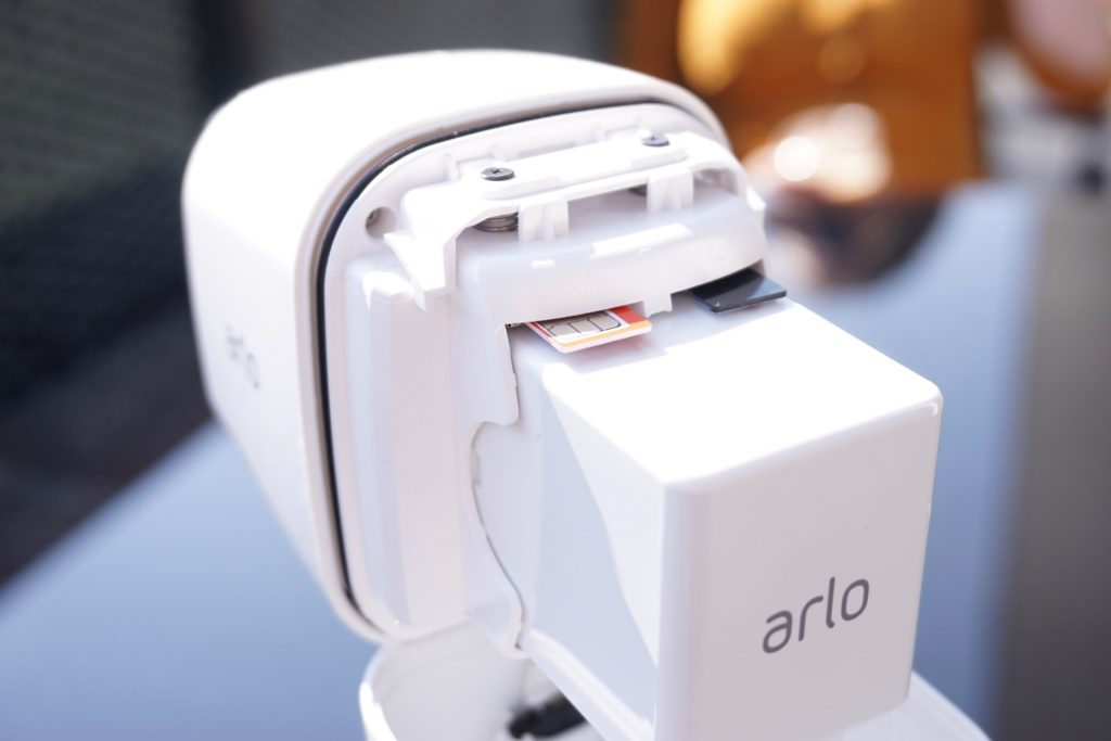 netgear-arlo-go-lte-sdcard-battery